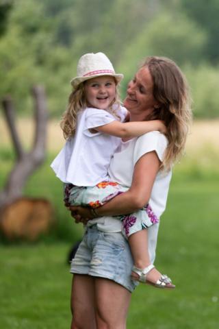 Marleen Verheul Fotografie, gezinsfotografie, kinderfotografie, moeder en kind in het park