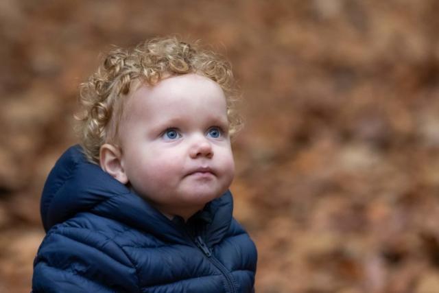 Marleen Verheul Fotografie, Kinderfotografie, jongetje in het bos